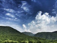 [한라산] 한라산의 여름... 푸르른 하늘과 하얀 구름, 한라산의 녹음이 정말 한폭의 그림 같습니다! #카톡 임가영 님