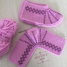 # handmade # crochet # kniting # to make booties; Ayşegül örgüle mesh pleasure You … Knitted Slippers, Knitted Hats, Crochet Gifts, Crochet Baby, Knitting Socks, Baby Knitting, Knitting Patterns Free, Crochet Patterns, Gestrickte Booties