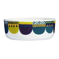 The cool Lamppupampula bowl is designed by Sami Ruotsalainen and Sanna Annukka for Marimekko. The bowl is made of stoneware and has a trendy graphic pattern inspired by a lamp's magnificent nocturnal glow. Use the bowl for salads or other dishes and match it together with other pieces from the Lamppupampula collection!