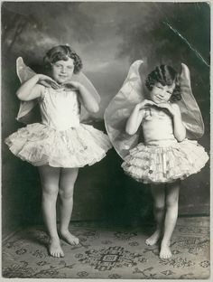"""Two little faeries - """"Later in life, when they were taller, flying became less important. Not to mention, harder to do"""". Vintage Children Photos, Images Vintage, Photo Vintage, Vintage Love, Vintage Pictures, Vintage Beauty, Old Pictures, Vintage Postcards, Old Photos"""