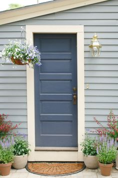 20 Colorful Front Door Hues for Maximum Curb Appeal - Style Me Pretty Living Best Front Door Colors, Best Front Doors, Front Door Paint Colors, Painted Front Doors, Front Door Painting, House Paint Exterior, Exterior Paint Colors, Exterior House Colors, Exterior Doors