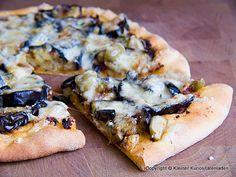 Auberginenpizza mit Oliven