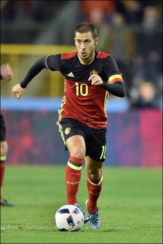 Eden Hazard wordt aanvoerder na uitvallen van Kompany.