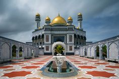 Sultan Omar Ali Saifuddien Mosque - This mosque is the largest mosque in Brunei. It was built to commemorate the 25th anniversary the sultan's reign. It is locally known as the Kiarong mosque.