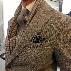 ♔ The Classic Harris Tweed jacket Sharp Dressed Man, Well Dressed Men, Harris Tweed Jacket, Tweed Jacket Men, Mode Costume, Gentleman Style, British Style, Mens Suits, Men Dress