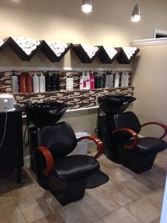 Beautiful wash house at shear magic day spa in wonderful estes park colorado! Home Beauty Salon, Home Hair Salons, Beauty Salon Decor, Beauty Salon Design, Home Salon, Barber Shop Interior, Hair Salon Interior, Barber Shop Decor, Salon Interior Design