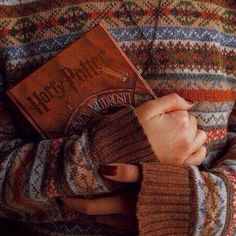Harry Potter Book + Sweater aesthetic Source by Autumn Aesthetic, Book Aesthetic, Character Aesthetic, Harry Potter Aesthetic, Harry Potter Style, Harry Potter Books, Halloween Tags, Moda Vintage, Mischief Managed