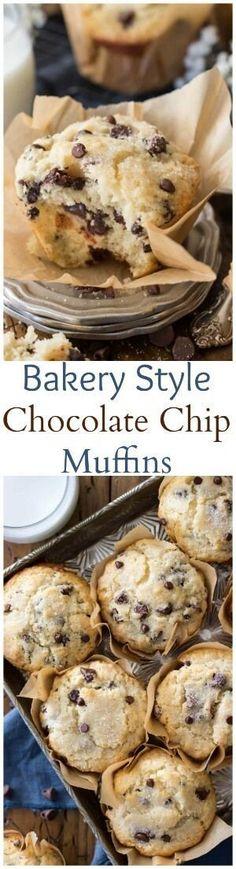 (Use Gluten free flour?)Bakery style chocolate chip muffins with big fluffy muffin tops Muffin Recipes, Baking Recipes, Breakfast Recipes, Bread Recipes, Köstliche Desserts, Delicious Desserts, Yummy Food, Dessert Recipes, Chocolate Chip Muffins