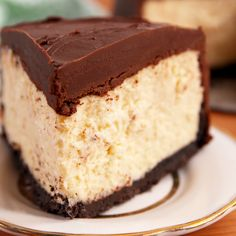 Baileys Cheesecake - Baileys Cheesecake Whether or not you're celebrating St. Patty's Day, you deserve this fudgy cheesecake. Let's break down why this cheesecake is truly. Just Desserts, Delicious Desserts, Dessert Recipes, Yummy Food, Dinner Recipes, Lemon Desserts, Health Desserts, Baileys Cheesecake, Baileys Fudge