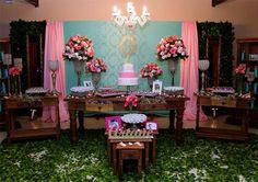 A Debutante Ariane Moya,fez uma linda festa com apenas 10 mil! Sweet Fifteen, Decor Crafts, Diy Crafts, Centerpieces, Table Decorations, Bday Girl, Baby Shower, Party, Flowers
