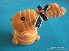 Got an idea: Sock toy. Sock Bunny, Bunny Toys, Sock Crafts, Bunny Crafts, Sock Animals, Crochet Animals, Sock Toys, Crafts To Make And Sell, Stuffed Toys Patterns