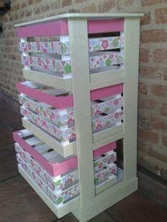 4 súper ideas para cajas de fruta decoradas Pallet Furniture cajas decoradas fruta ideas para super in 2020 Crate Crafts, Diy Casa, Diy Pallet Furniture, Furniture Room, Diy Bench, Wooden Crates, Easy Home Decor, Home Crafts, Ideas Para