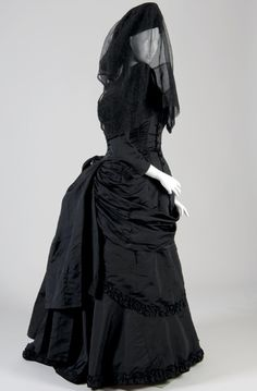 ~Victorian mourning dress and mourning hat with veil~