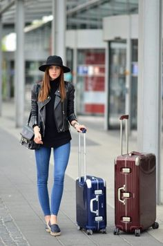 Travel Outfits Airport style: How To Look Fashionable During Travel – Just The Design - saipute. Travel Outfit Summer Airport, Airport Style, Airport Design, Vogue, Travel Clothes Women, Chanel Handbags, Travel Style, What To Wear, Jumper