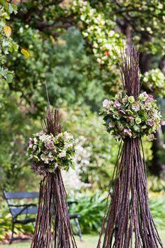 """Beautiful alternative to frame the ceremonial area"" Easter Flower Arrangements, Easter Flowers, Floral Arrangements, Wedding Backdrop Design, Wedding Decorations, Garden Party Wedding, Wedding Day, Cool Tree Houses, Flower Festival"