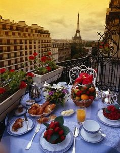 Breakfast in Paris - Buscar con Google