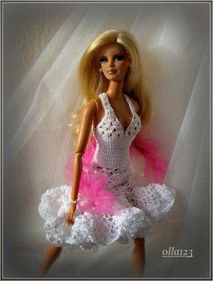 Blog o Barbie Fashionistas firmy Mattel, próbach tworzenia dla nich ubrań oraz o sztuce fotografii: Suknia dla tancerki i CANDY świąteczno-noworoczne.