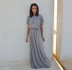Brautjungfer Kleid in grau. Schlicht und wunderschön. Zu finden auf Etsy.