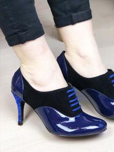Des Richelieux originaux et uniques ? Personnalisez vos chaussures à talon de la couleurs et matières que vous voulez ! Mixez les matières et les couleurs : or, bleu, nude, bordeaux, vert, à paillette... ce sont VOS chaussures sur-mesure ! ☀️ Bleu Marine, Bordeaux, Kitten Heels, Pumps, Shoes, Fashion, Custom Shoes, Blue Shoes, Smooth Leather