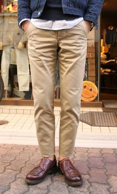 久々に良いチノパンを発見しましたので | Freeportの日常 Urban Outfits, Casual Outfits, Denim Fashion, Fashion Outfits, Minimalist Street Style, Formal Shoes For Men, Moda Casual, Mens Clothing Styles, Stylish Men