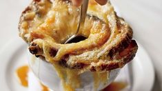 Matty Matheson's perfect French onion soup includes SIX kinds of onions and the results are perfect. Onion Soup Recipes, Easy Soup Recipes, French Onion Soup Calories, Best French Onion Soup, Tomato Gazpacho, Quick And Easy Soup, Soup Appetizers, Stick Of Butter, Food Videos