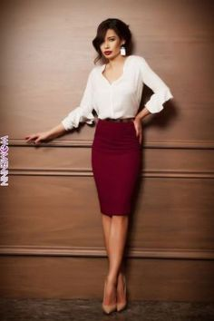 Check latest pencil skirt outfits for work business professional attire, pencil skirt outfits classy professional, pencil skirt high waisted classy, pencil skirt work professional women street styles, Pencil Skirt Work, Pencil Skirt Outfits, Casual Skirt Outfits, Mode Outfits, Classy Outfits, Fashion Outfits, Woman Outfits, Women's Skirts Outfits, Sweater Outfits