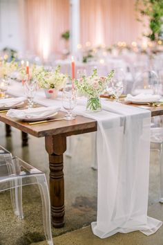 La Tavola Fine Linen Rental: Aurora White Table Runner with Hemstitched White Napkins | Photography: Lauren Gabrielle Photography, Planning & Design: A Charming Fete, Florals: Andrew Thomas Design, Venue: The Madison, Catering: Driftwood, Rentals: All Occasions, Event Source, Cake: Canela Bakeshop
