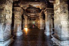 印度埃洛拉石窟,全球最匪夷所思的建築奇蹟-搜狐博客!!! 傳說中這座山脈是神靈的居所,在這世界上最大的巨石中,不但雕刻有門庭,休息室、甚至還有祭祀神靈的寺廟。在人們面對埃洛拉石窟驚訝不已的時候,不得不被其是世界上最具有建築技巧和最複雜的古代藝術遺產之一而折服。