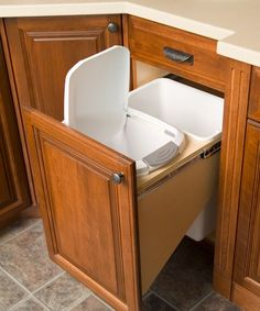 soft close double pull out garbage -- like that garbage can has lid, recycling does not...