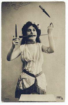 vintage antique antique photo carnival circus act freakshow knives Carnaval Vintage, Circus Vintage, Vintage Carnival, Vintage Circus Performers, Circus Art, Circus Theme, Dark Circus, Creepy Vintage, Vintage Burlesque