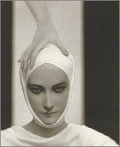 "Baron Adolph de Meyer-Elizabeth Arden advertisement, ""Red door Salon"" 1927"