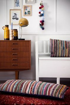 Mid century furniture and I love the pillows made out of rugs! Casa Retro, Retro Home, Home Furniture, Furniture Design, Mid Century Decor, Cushions, Pillows, Dresser As Nightstand, Fabric Dresser