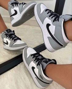 Jordan Shoes Girls, Girls Shoes, Retro Jordan Shoes, Sneakers For Girls, Nike Shoes For Women, Nike Jordans Women, Jordans Girls, Michael Jordan Shoes, Jordan Retro 1