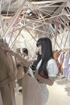 Le surprenant design de ce magasin de mode est signé de l'agence d'architecture australienne Edwards Moore.