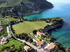 CASSIS VINEYARD: Domaine Clos Sainte Magdeleine :: Aerial view of the area, between sea and mountain ...