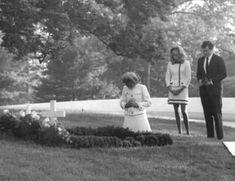 Familia Kennedy, Robert Kennedy, Funeral, Bobby, Change, Couple Photos, Celebrities, Couple Shots, Celebs