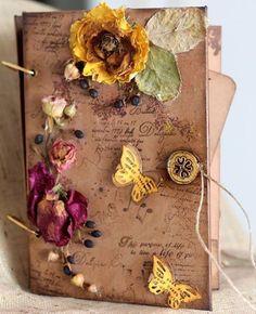 """Album Fotografii lucrat manual cu imagini vintage-florale si flori naturale aplicate - """"Sixteen Charm''"""