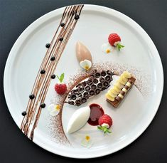 """raspberries By Chef Carlos De Gendt The """"BestChef"""" App Connecting The Culinary Industry!and raspberries By Chef Carlos De Gendt The """"BestChef"""" App Connecting The Culinary Industry! Chocolates Gourmet, Gourmet Desserts, Fancy Desserts, Plated Desserts, Gourmet Recipes, Dessert Recipes, Gourmet Food Plating, Gourmet Foods, Fancy Food Presentation"""