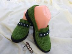 Crochet Shoes, Crochet Slippers, Knit Crochet, Crocheting, Elsa, Flip Flops, Knitting, Model, Fashion