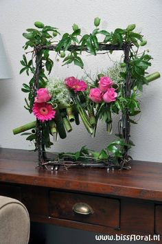 Rose flower arrangement with Polygonum,on a frame - fun by look Arrangements Ikebana, White Flower Arrangements, Flower Arrangement Designs, Floral Centerpieces, Flower Vases, Flower Designs, Deco Floral, Arte Floral, Floral Design