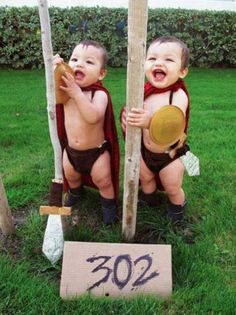 300 Spartans Halloween Costume for Toddler Boy idea. Very cute! Double Halloween, Twin Halloween, Halloween Costume Contest, Baby Halloween Costumes, Holidays Halloween, Halloween Ideas, Twin Costumes, Cute Costumes, Costume Ideas