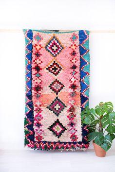 """Jahrgang marokkanischen Boucherouite Teppich, """"Die Charlie,"""" rosa Teppich, pastellfarbenen Teppich, Teppich, Berber Teppich, bunten Teppich, böhmische Dekor, Boho Flickenteppich"""