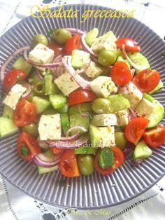 Salata-greceasca-1 Caprese Salad, Cobb Salad, Romanian Food, Romanian Recipes, Food Wishes, Cooking Recipes, Healthy Recipes, Salad Dressing, Tofu