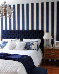 Mais um quarto azul com mix de listras e florais. A cabeceira em capitone e o lustre da um toque clássico ao ambiente. ME SIGAM TAMBÉM @millenniummoveiseobjetos @luhpelomundo