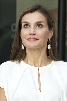 Queen Letizia of Spain Photos - Queen Letizia of Spain attends the 016 telefonic hotline central for gender violence assistance on July 27, 2017 in Madrid, Spain. - Spanish Royals Visit The 016 Telefonic Hotline Central for Gender Violence Assistance
