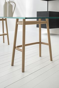 Single Curve Dining Table – Gebrüder Thonet Vienna