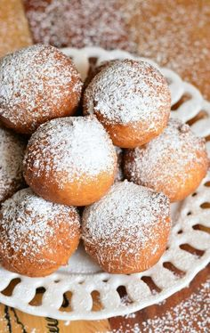 Soft and fluffy, scrumptious doughnut holes made with ricotta cheese. These simple doughnuts don't require any yeast, only take about 30…