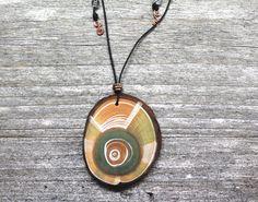 Sieh dir dieses Produkt an in meinem Etsy-Shop https://www.etsy.com/de/listing/520613327/amulet-noreia-made-from-black-pine-wood