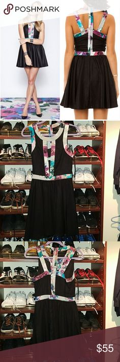 Keepsake the label S black & floral cut out dress Small cut out Keepsake dress so beautiful I would be keeping it if it wasn't a little big the fabric has a nice Sheen to it but not sequence glittery or over the top. Lined and so comfortable !! KEEPSAKE the Label Dresses Mini