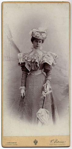 +~+~ Antique Photograph ~+~+ Elegant Lady with Parasol ca. 1895